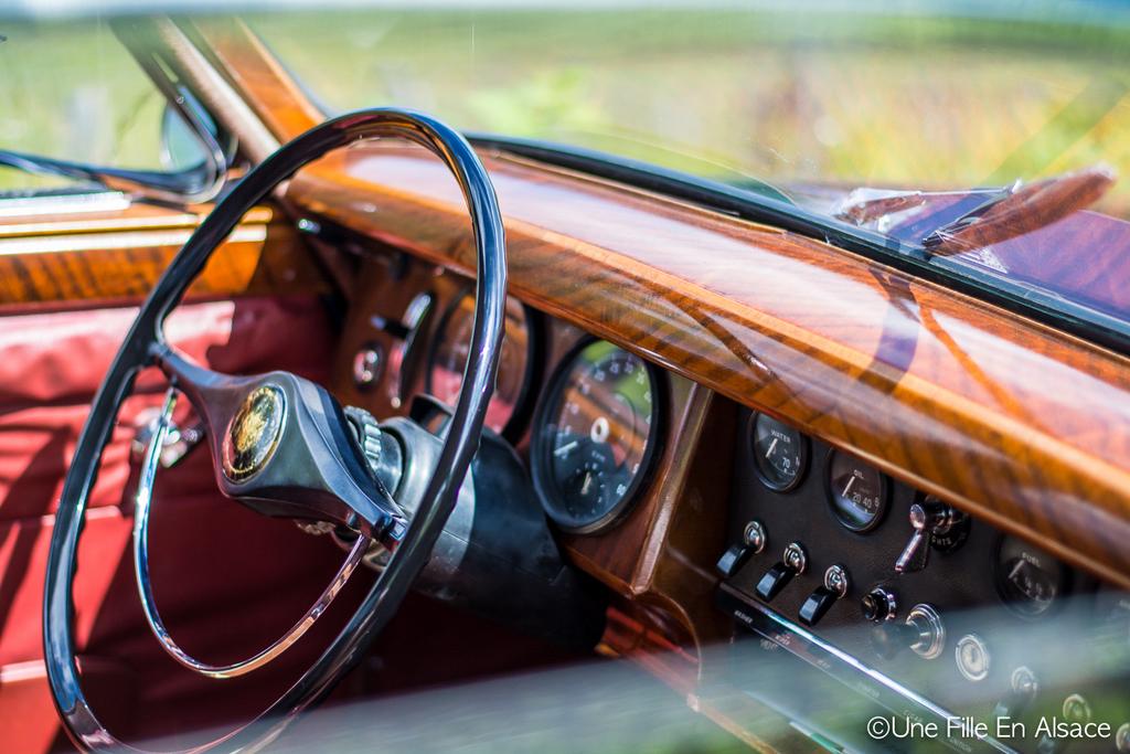Intérieur d'une Jaguar Auto Rétro Vino Photo Céline Schnell - Une Fille En Alsace