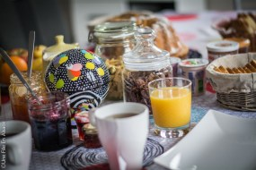 Petit déjeuner aux Chambres au pied du Haut-Koenigsbourg Kintzheim - Photo Céline Schnell Une Fille En Alsace