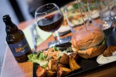 Burger à La Cour des Anges Colmar - Crédit Photo Une Fille En Alsace