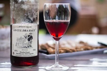 Apéritif Lo cul dra haut à base d'arbois rosé de kirsch et sirop de cerise - Crédit photo Céline Schnell Une Fille En Alsace