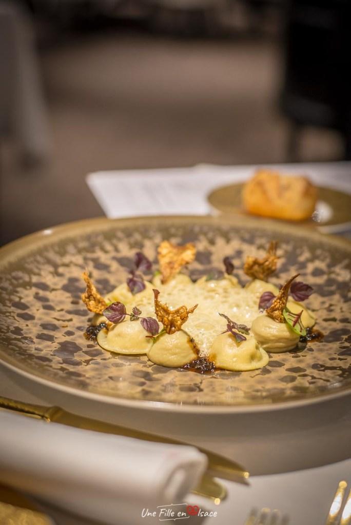 Les ravioles de foies gras et truffes RESTAURANT_JULIEN_BINZ_AMMERSCHWIHR©Celine-Schnell-Une-Fille-En-Alsace-2019