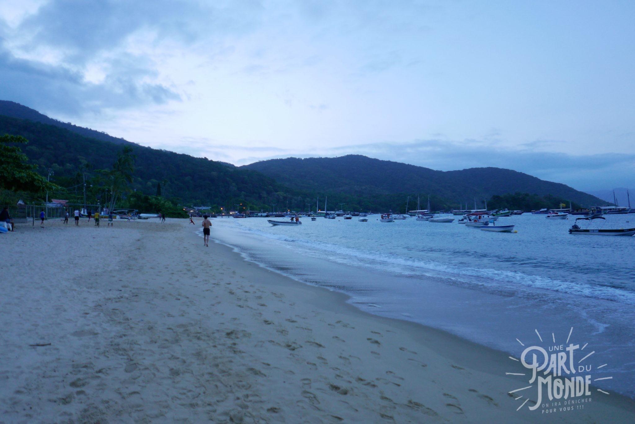plage abraao ilha grande de nuit