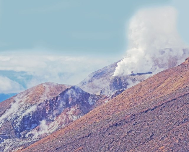 Volcano-Tongariro-New-Zealand-landscapes