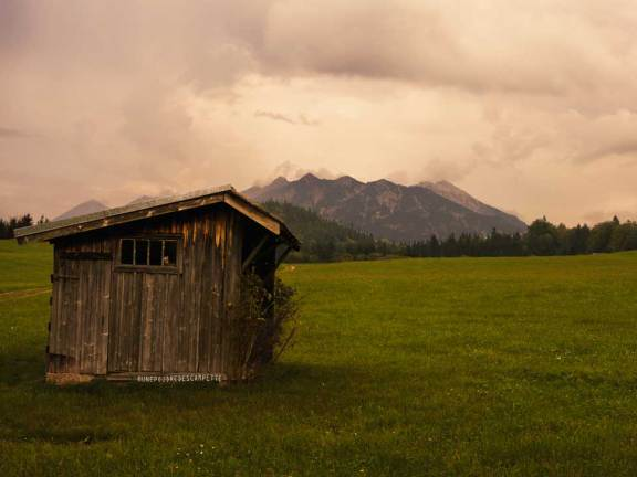Geroldsee secret place for photography in the Bavarian Alps - Wooden Cabin with mountains in the background