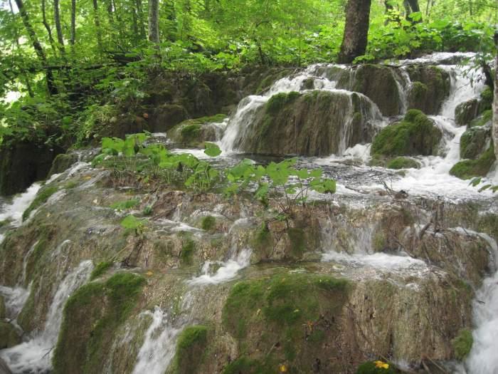 waterval tussen groen Plitvice