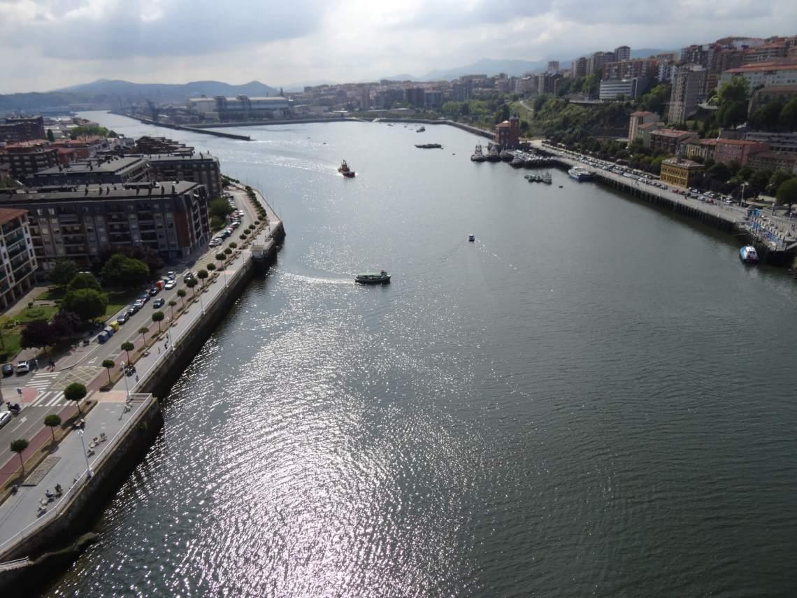 Blik op de rivier vanaf Vizcaya brug