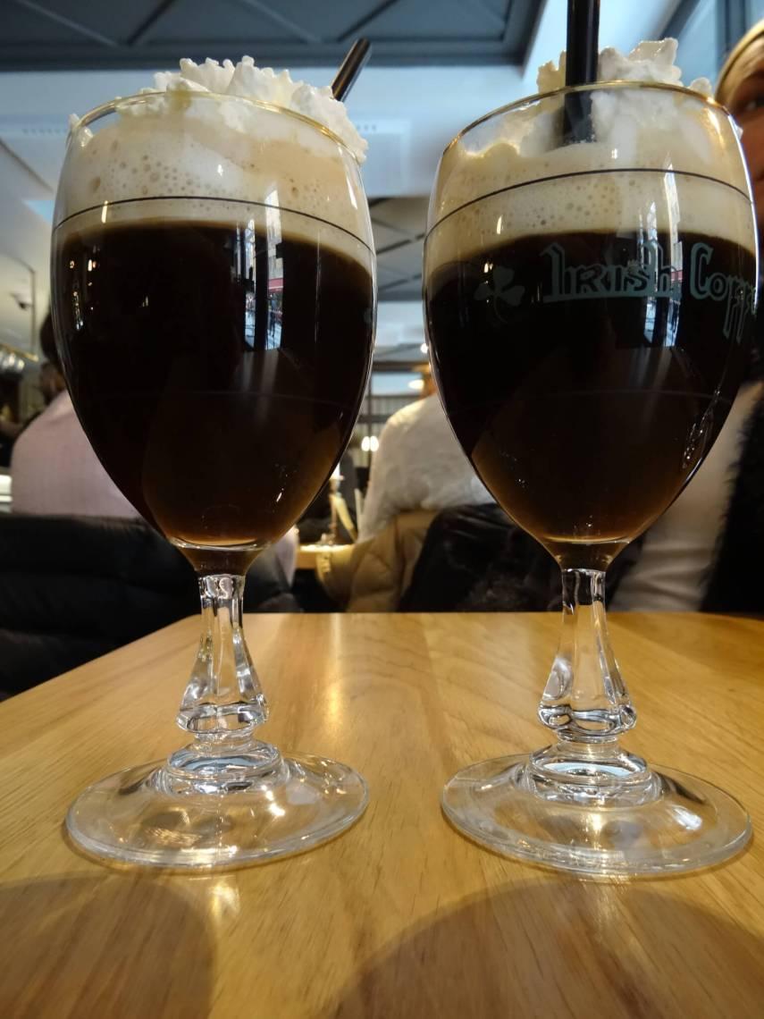 Twee glazen Irish coffee