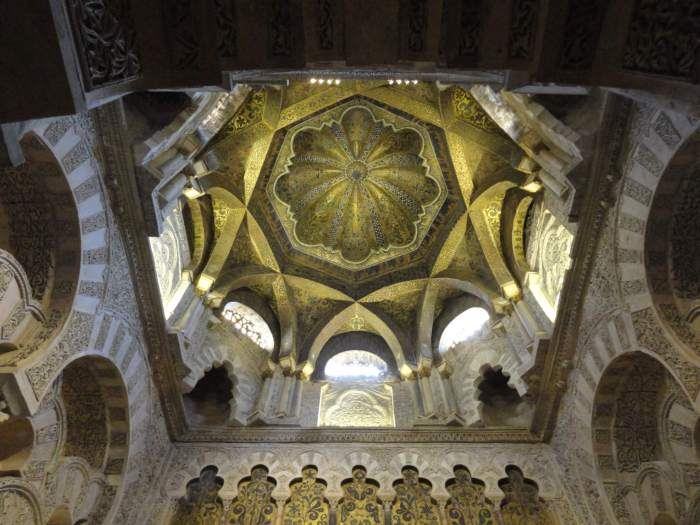 Kunstzinnig plafond in Mezquita van Cordaba