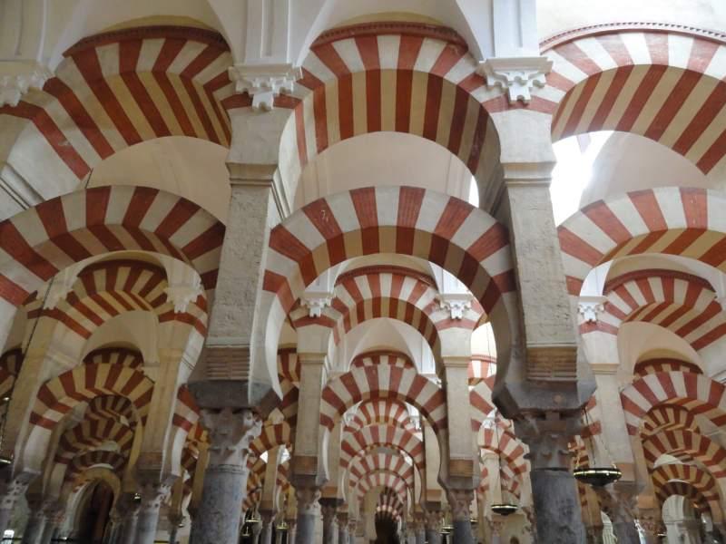 Een woud van zuilen in Mezquita Cordoba