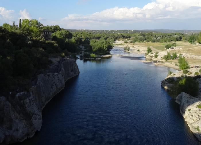 Gardon rivier Frankrijk gezien vanaf Pont du gard