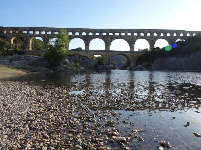Pont du Gard gezien vanaf de waterkant