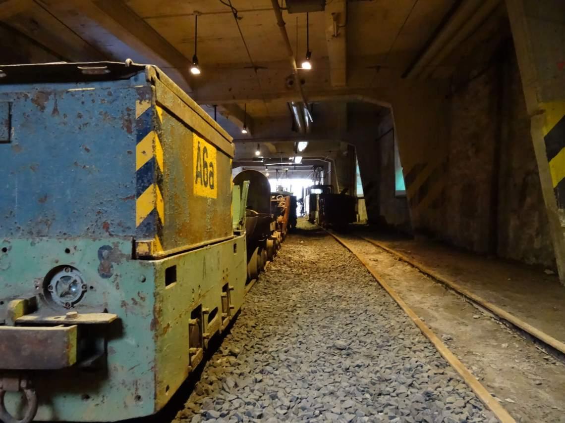 Mijnkarren op het spoor in de Rammelsberg