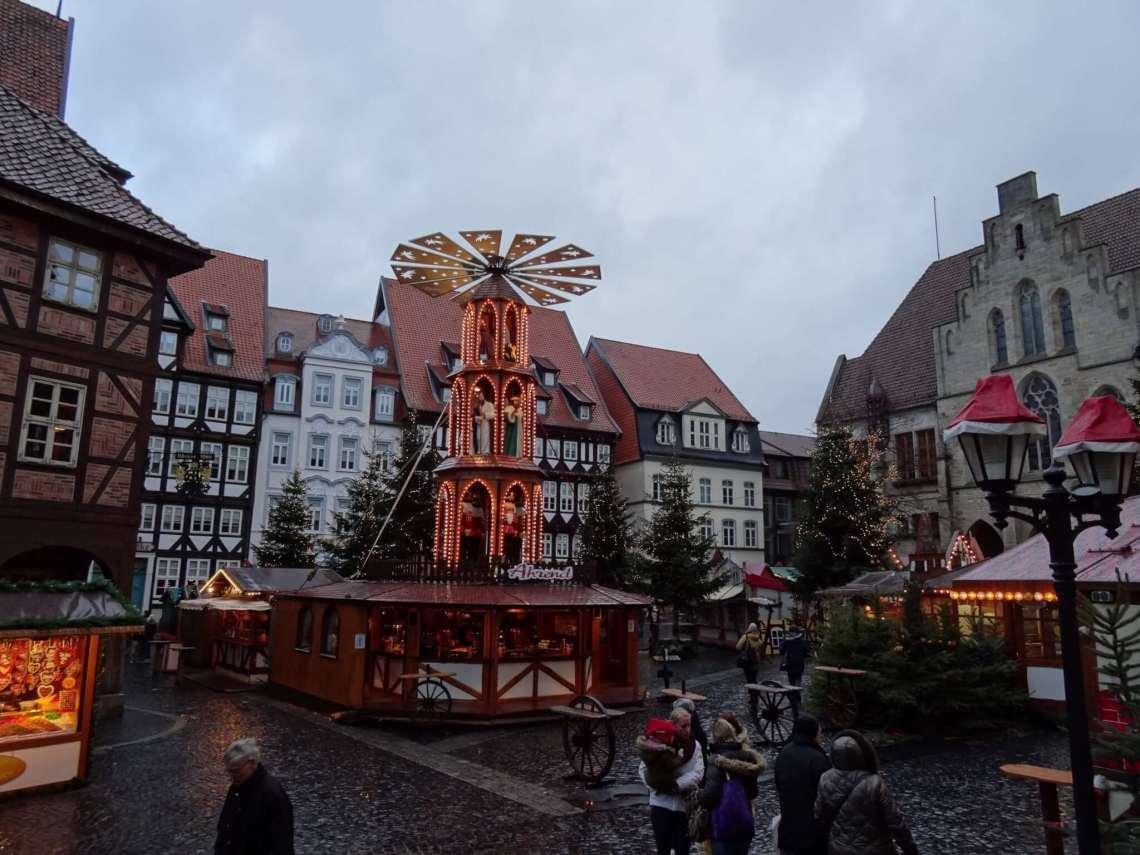 Kerstmarkt van Hildesheim met draaimolen