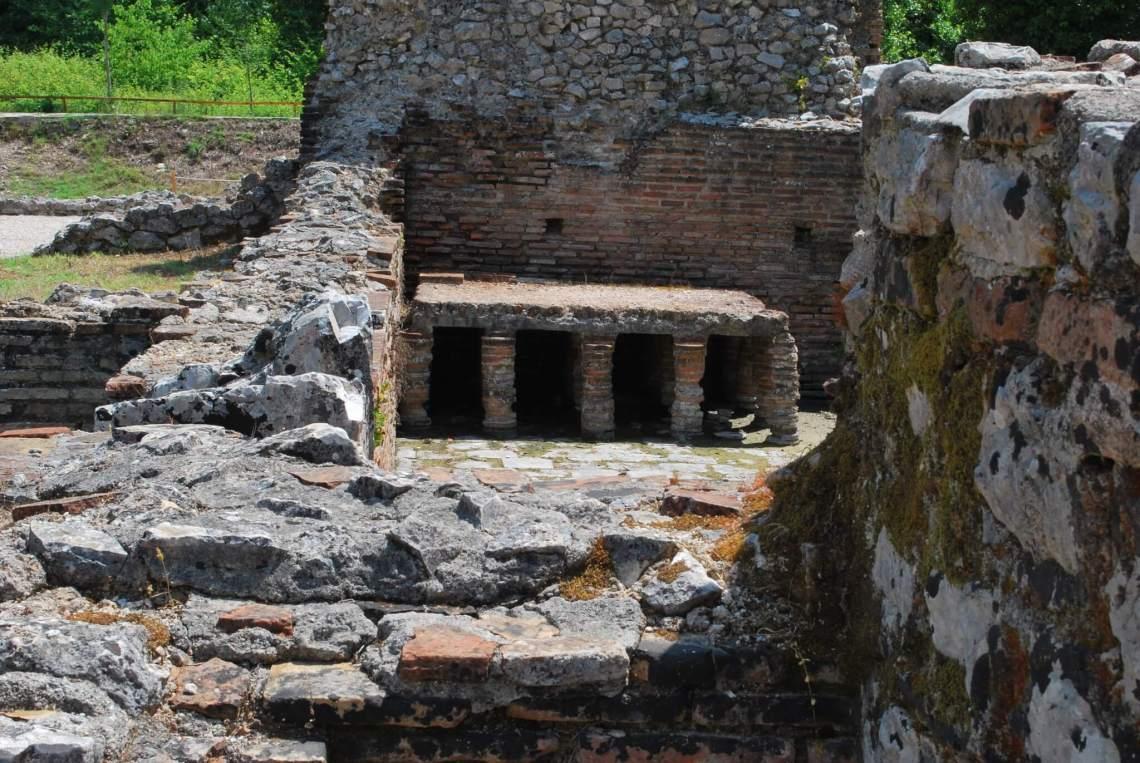 Romeinse overblijfselen van een badhuis in Butrint