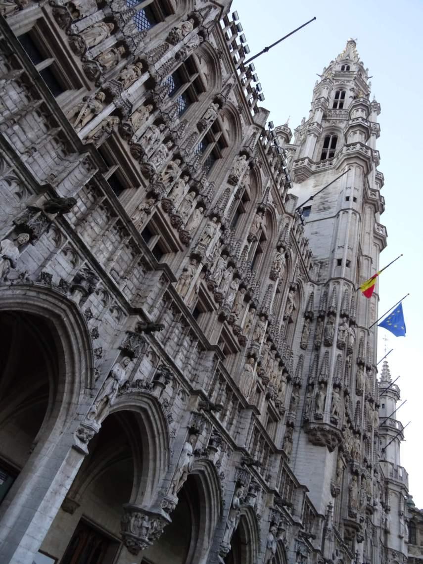Belfort Brussel met rijk versierde gevel van het stadhuis