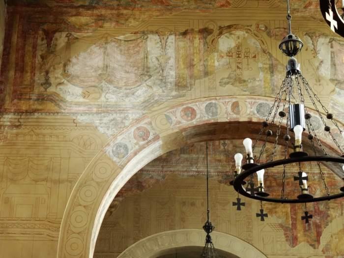Asturische monumenten, wandschilderingen in kerk San Julian