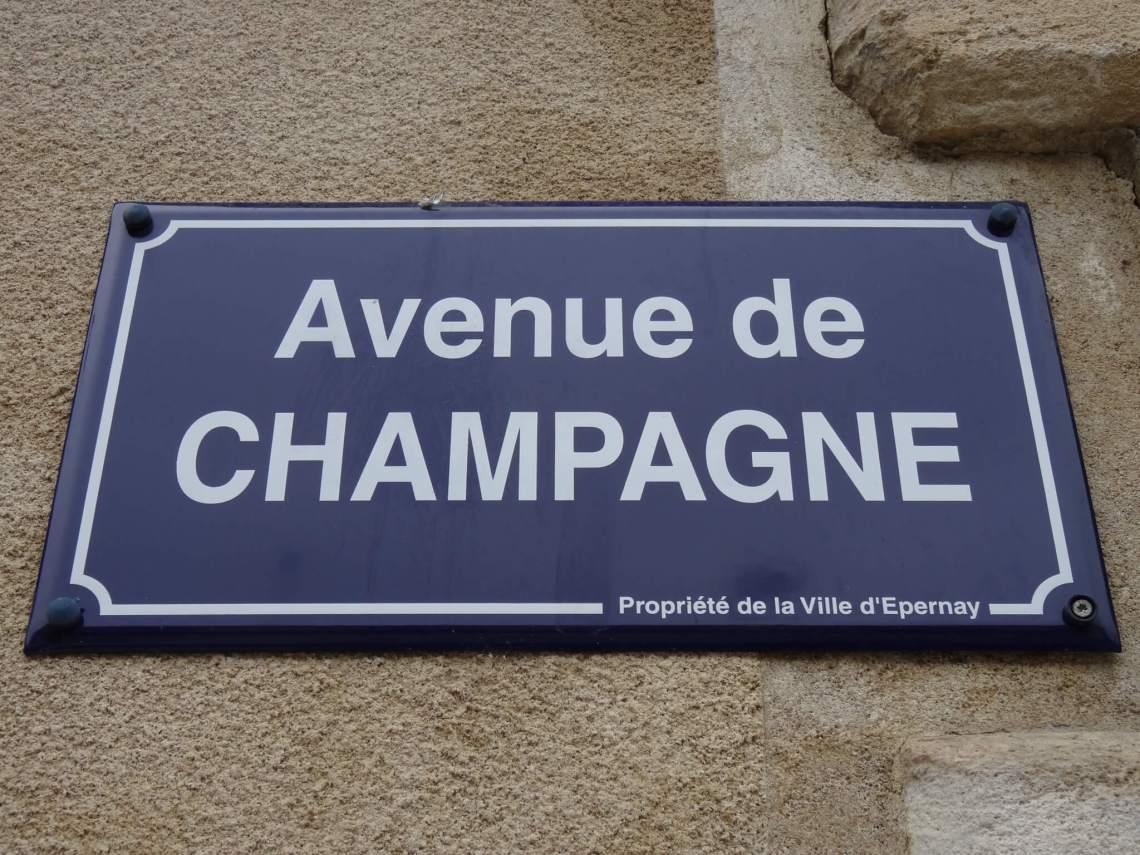 Bord met de tekst Avenue de Champagne