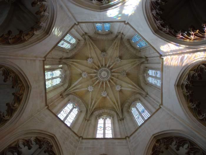 Achthoekig sterplafond boven graf koning in klooster van Batalha