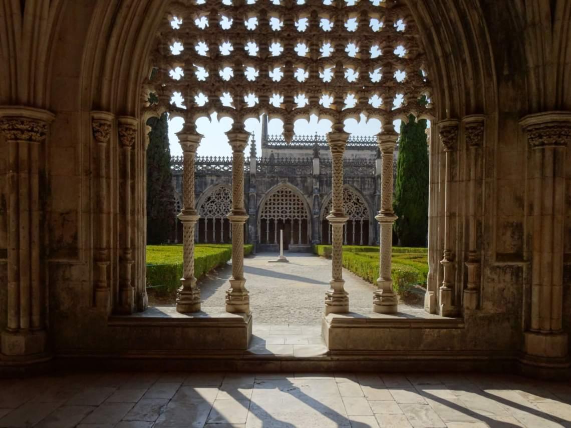 Pilaren rondom binnentuin klooster