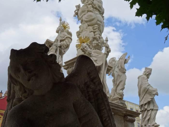 Pestzuil in Telč vol engelen en Heiligen