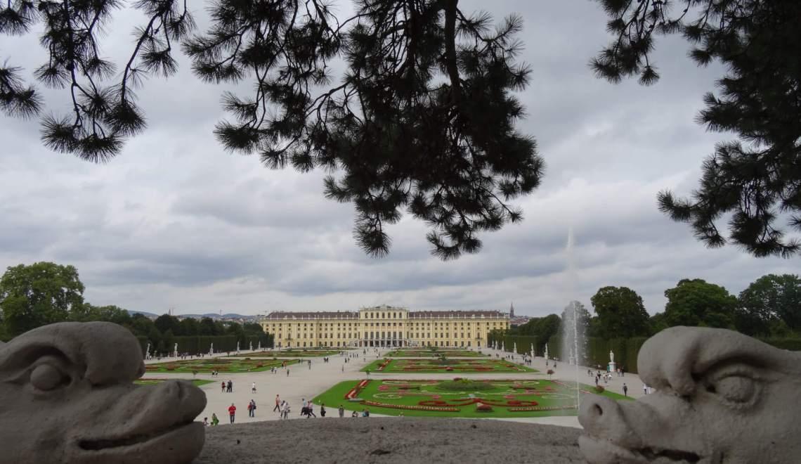 Schönbrunn tussen twee drakenkoppen