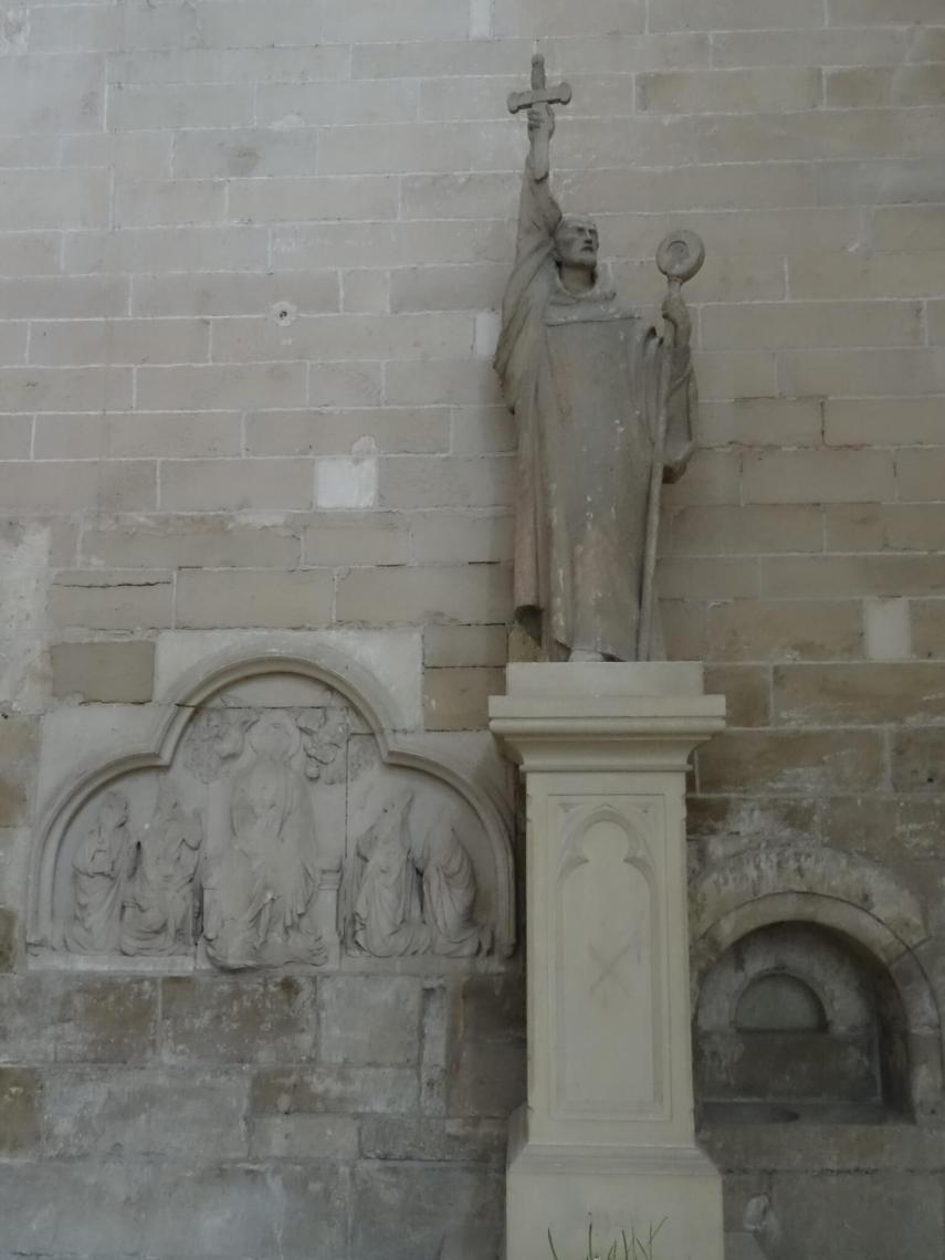 Standbeeld van een predikende Bernard van ClairveauxMaria Magdalena