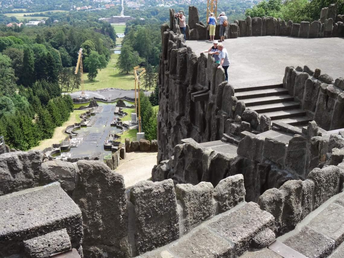 Uitzicht over Kassel vanaf Grote Cascade in bergpark Wilhelmshöhe