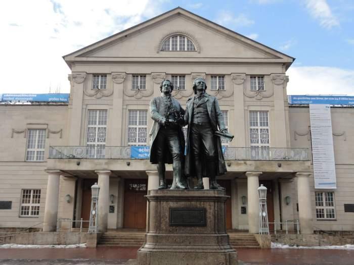 Standbeeld van de twee belangrijkste romantici in Weimar, Goethe en Schiller