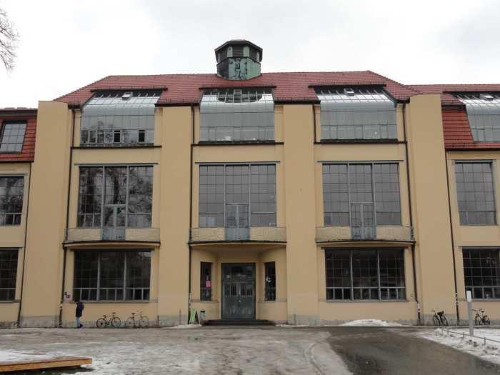 Vooraanzicht van Bauhaus universiteit in Weimar