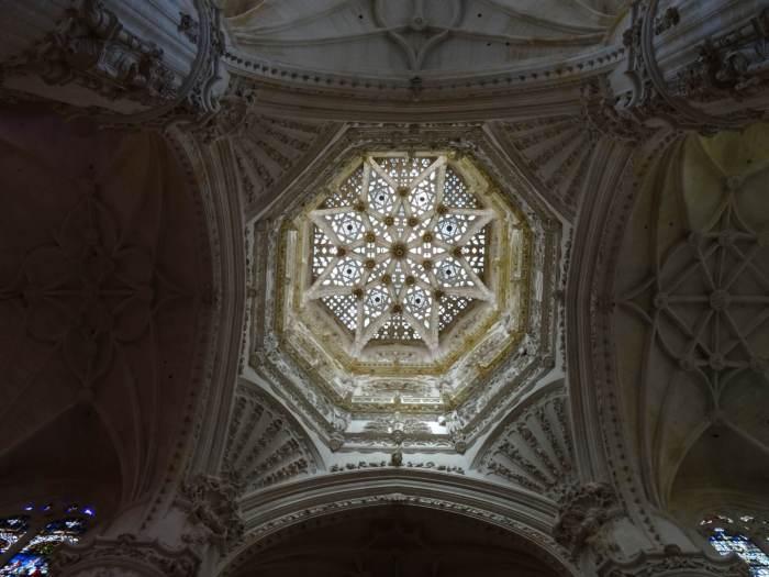 Achthoekige ster boven graf van El Cid in kathedraal van Burgos