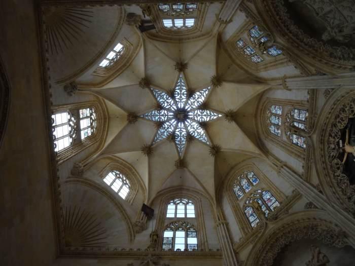 Achthoekige ster in achthoekige koepel in kathedraal van Burgos