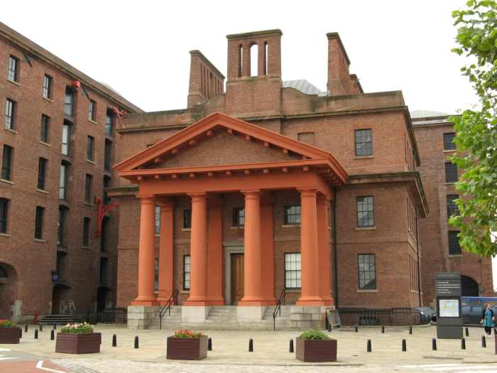 Neoklassiek gebouw in Albert Dock Liverpool