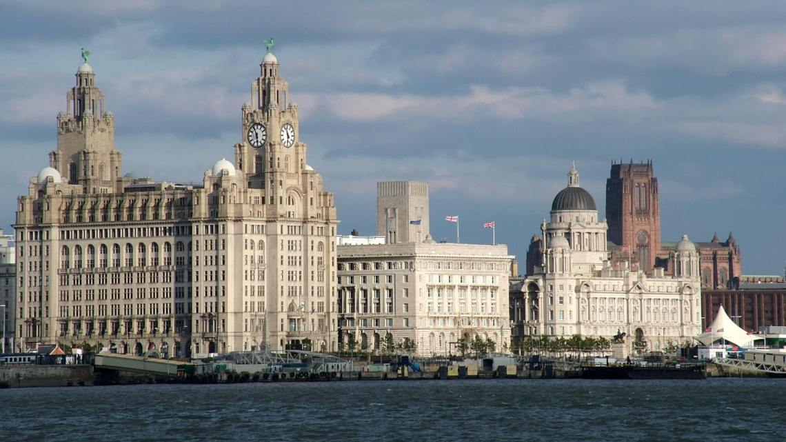 Waterfront Liverpool met drie imposante bouwwerken