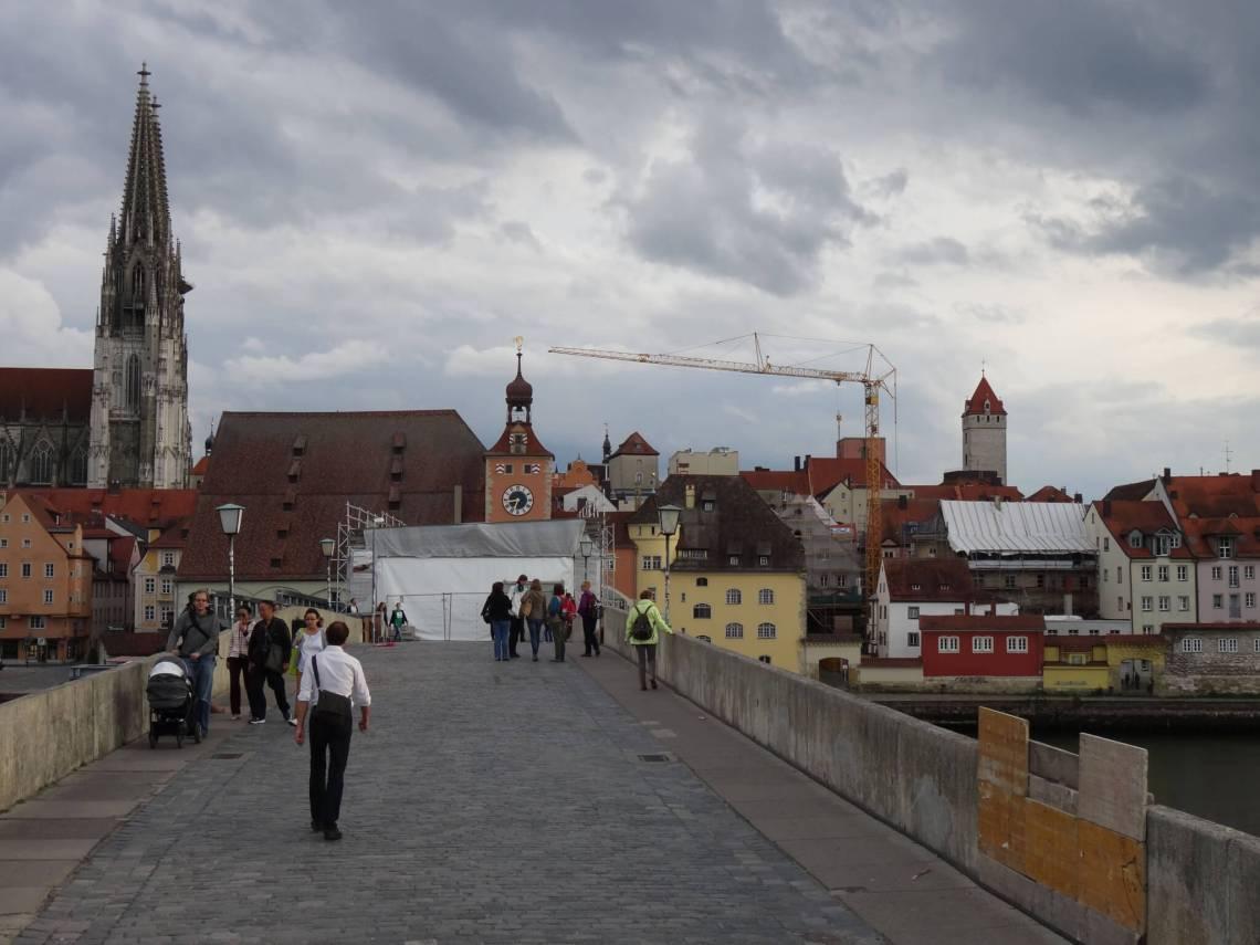 Stenen brug over de Donau bij Regensburg