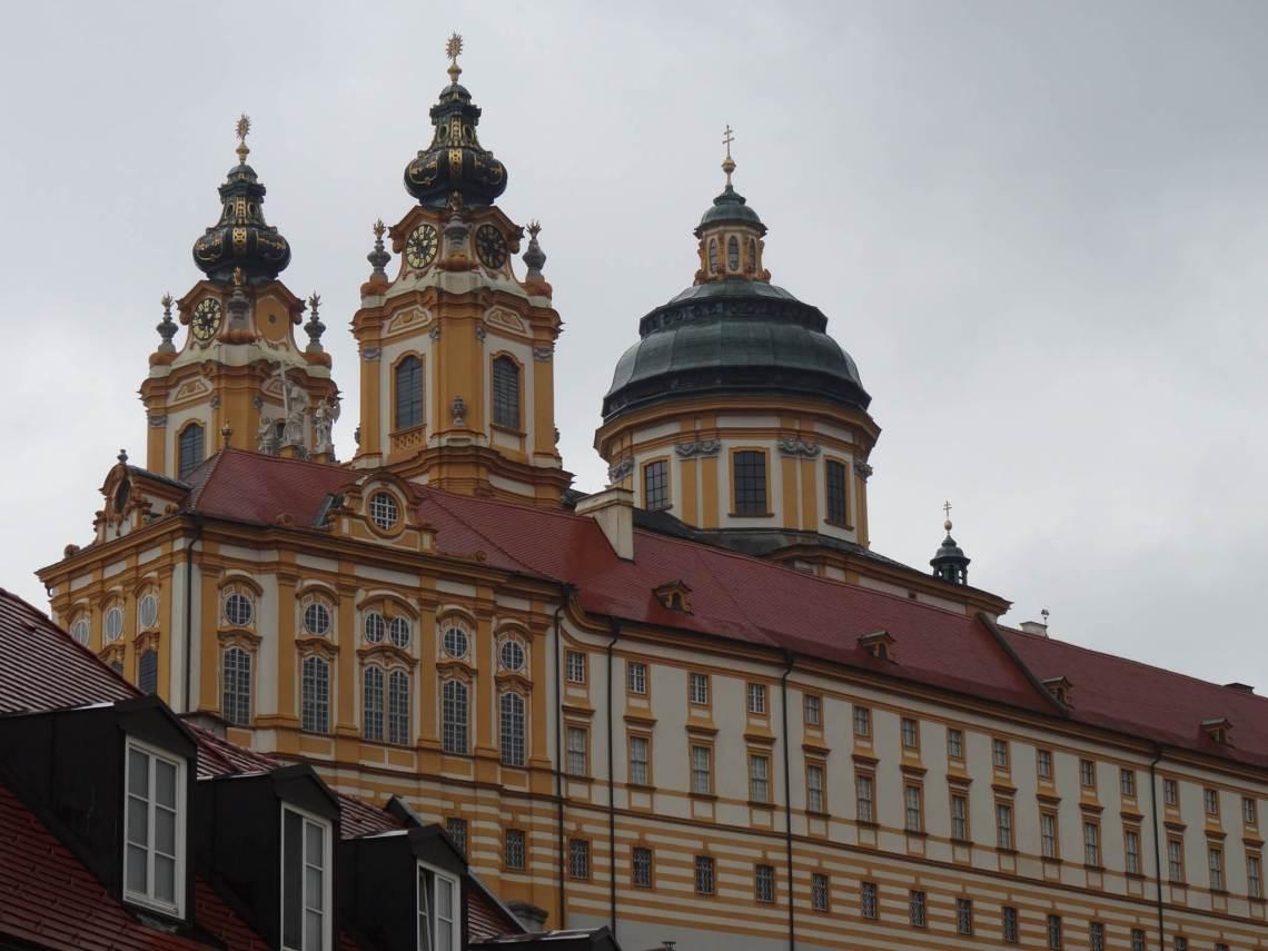 Klooster van Melk met koepel en twee torenspitsen