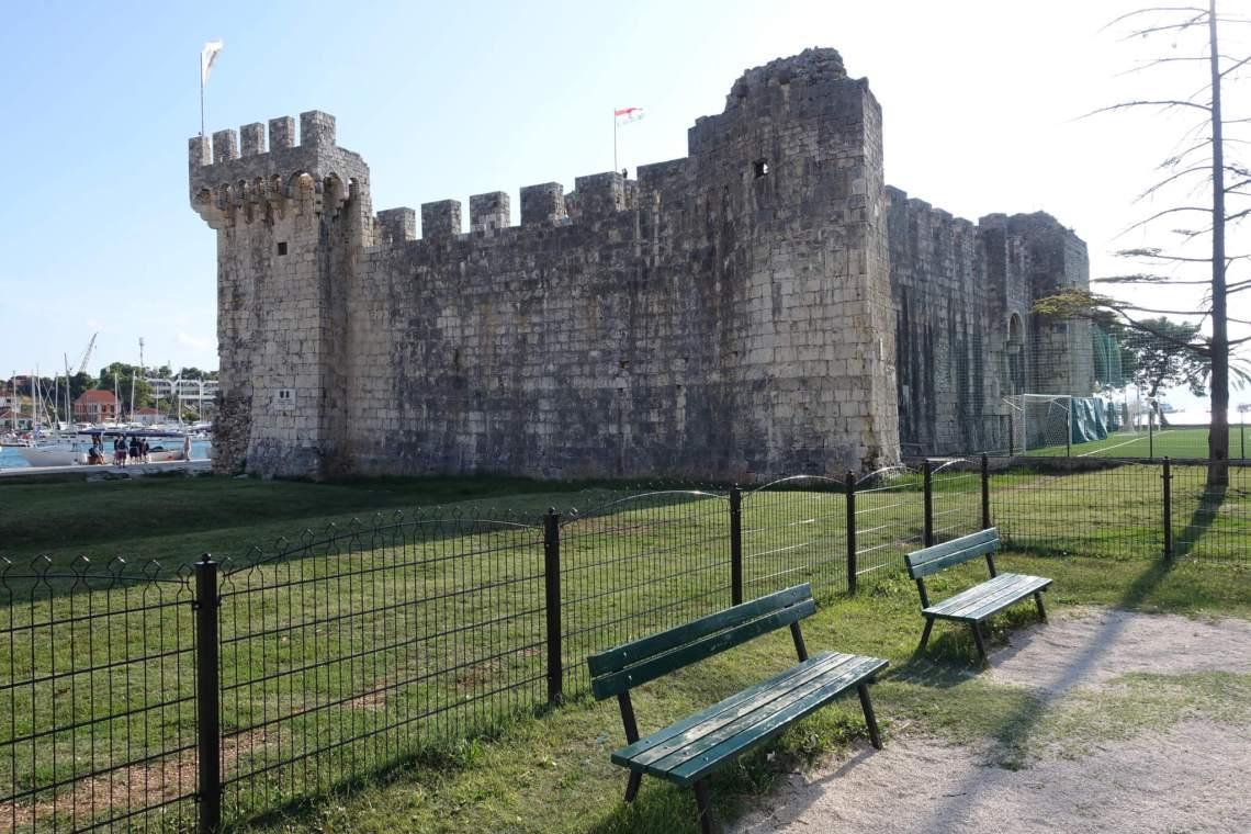 Fort met torens en kantelen