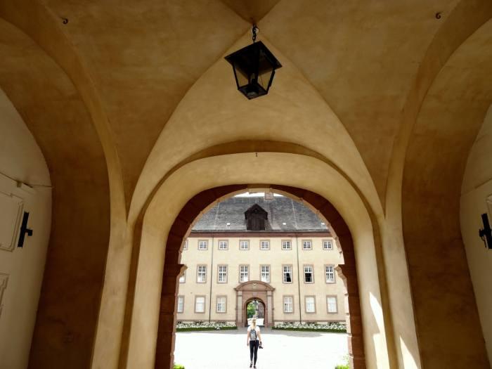 Doorkijkje in het klooster van Corbey