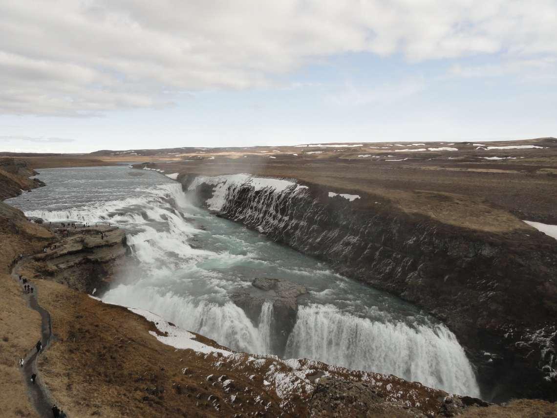 Woeste waterval in twee trappen