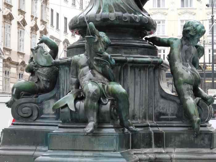 Donnerbrunnen, Fontein waarbij engelen met vissen zijn uitgebeeld