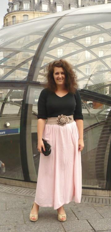 look-jupe-rose-la-redoute-haut-noir-pochette-noir-bijou-brigitte