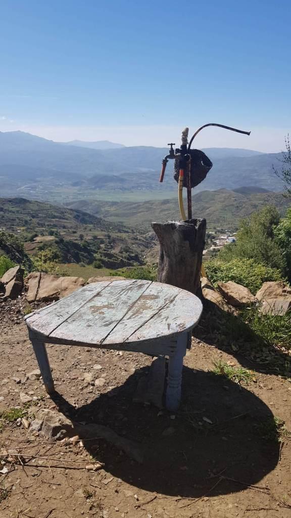 sommet-naturel-chefchaouen-maroc-table