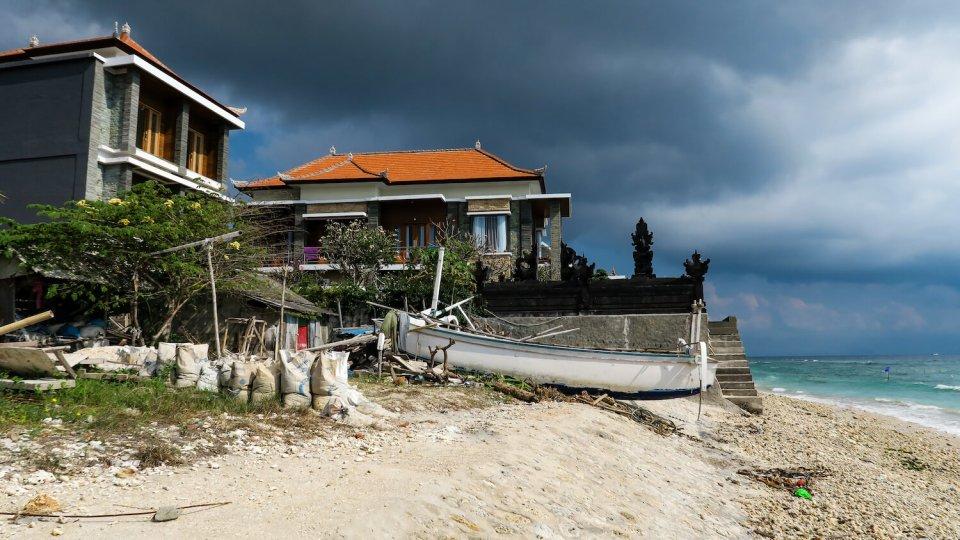 Plage de Nusa Penida à Bali, juste avant l'orage