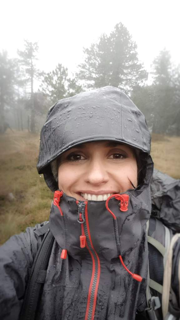 Avec ma Gore-Tex et sa capuche, même pas peur de la cueillette des champignons sous la pluie !