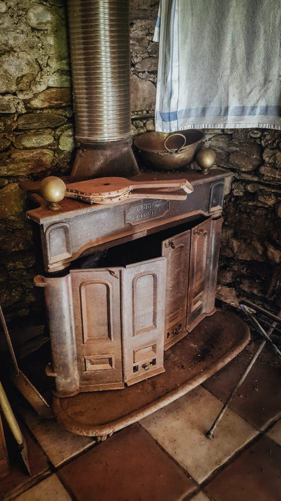 Le poêle à bois du mazet de Prémian