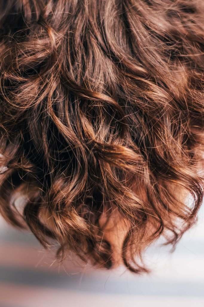 Chevelure avec des reflets roux
