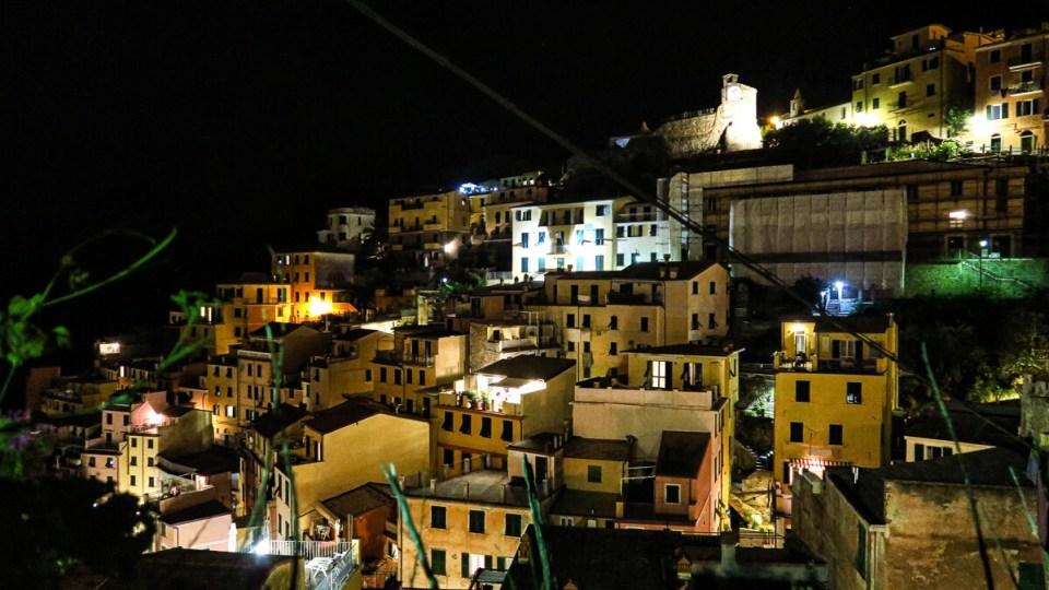 Le village de Riomaggiore (Cinque Terre) photographié de nuit