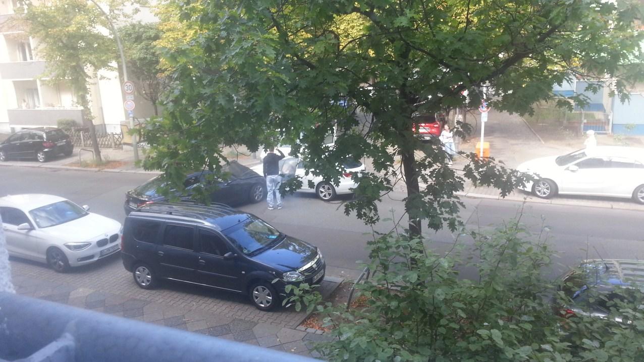 Unfall auf der Veitstraße. Minute 1 nach dem Aufprall.