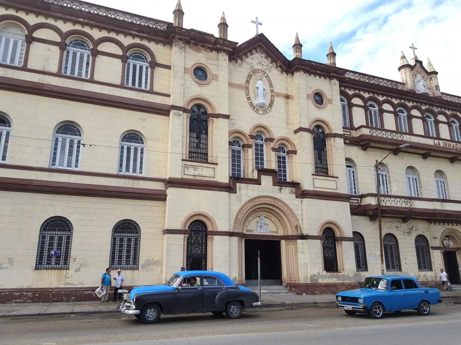 Colourful cars in Havana