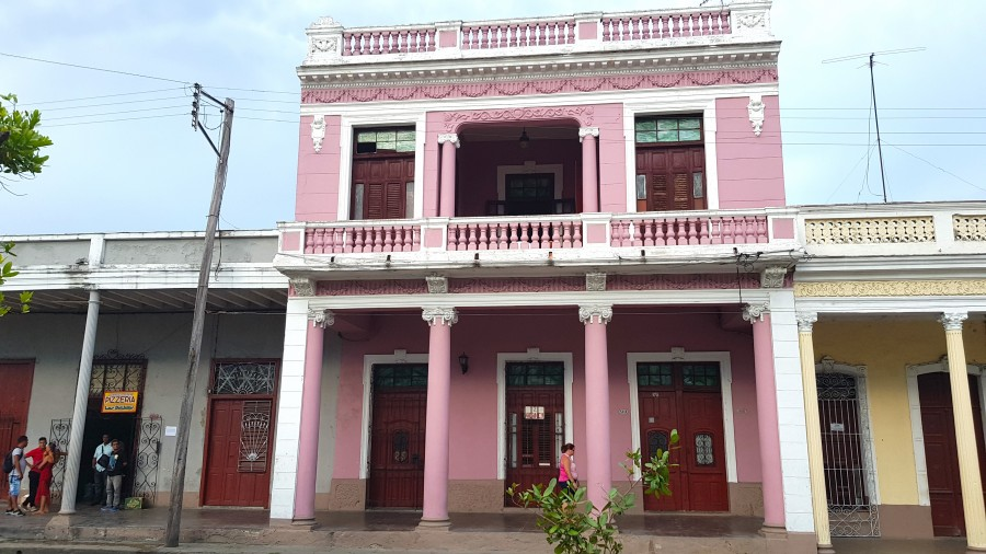 Pink house along the Paseo El Prado