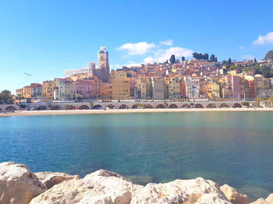 Photo from the rocks looking back at the beach in Menton
